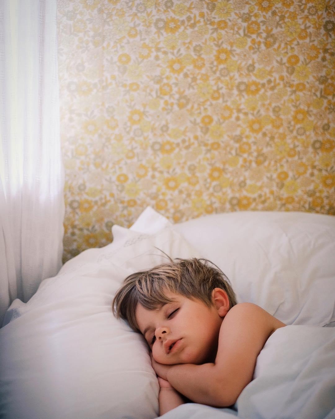 Tnk om alla kunde sova sdr som bara ett barnhellip